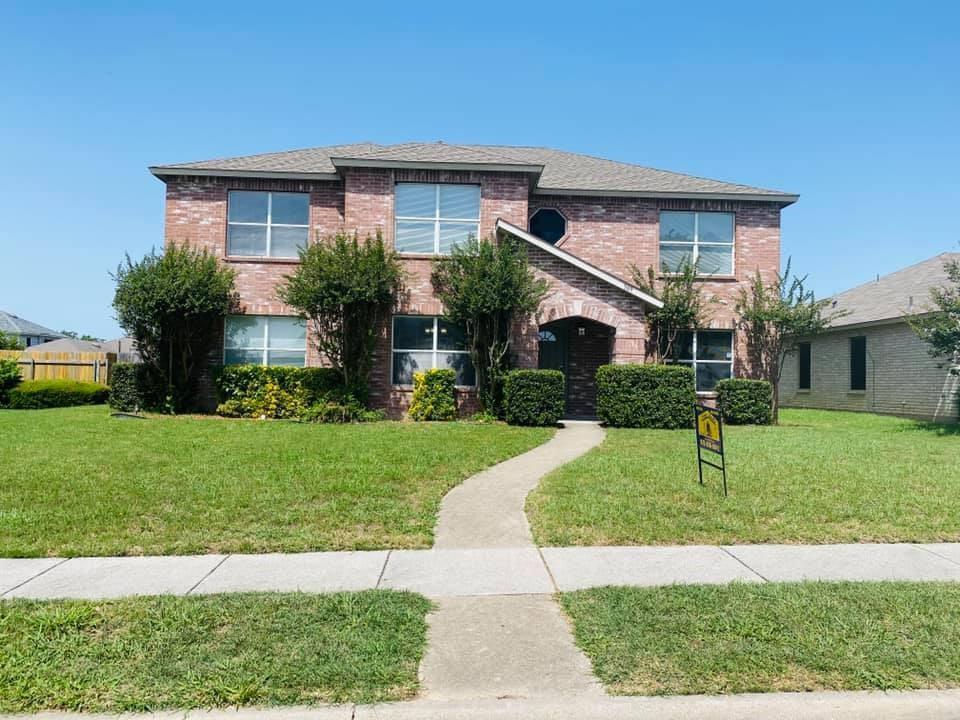 Cedar Hill Neighborhood Home For Sale - $295,000