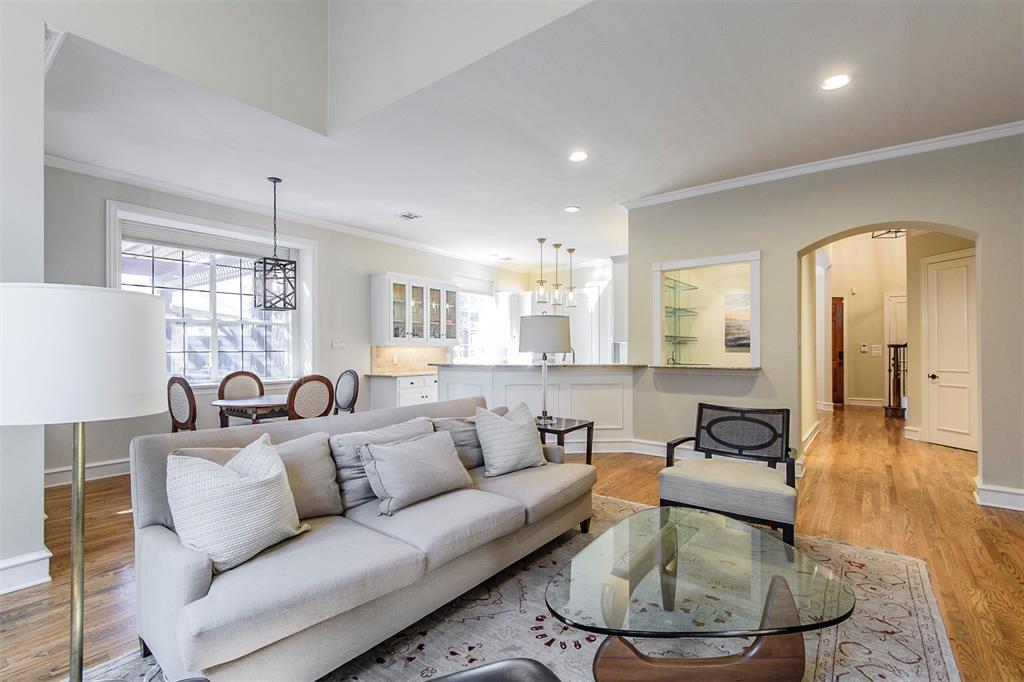 Dallas Neighborhood Home For Sale - $959,500