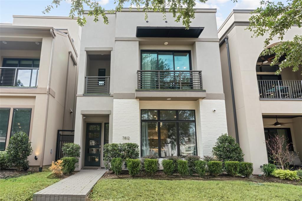 Plano Neighborhood Home For Sale - $1,045,000